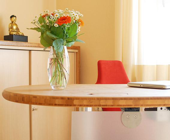 Schreibtisch in der TCM Praxis